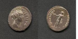 """(№ ……) 7.1.  ФАУСТИНА МЛАДА (съпруга на  Марк Аврелий) АЕ 23/26;   9,0гр. А.  …СЕВАСТН  (бюст на Фаустина, с драпирана дреха надясно) R.   ΦΙΛΙΠΠΟПОΛЕІТ (Аполон прав гол наляво, в протегната напред д.ръка държи патера, в отпусната надолу л.ръка – клонка. В краката му – змия.) Забележка: Непубликувана! За сравнение вж. Иван Върбанов """"Гръцки императорски монети"""", Изд. """"Адиком"""", Бургас 2002г., т.ІІІ, кат № 881, тук вместо с жертвеник - змия."""